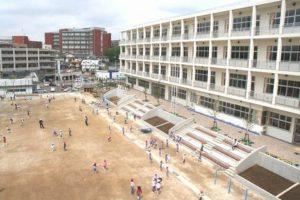 写真:校舎から見た校庭
