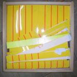 黄色に赤い線の入った教材