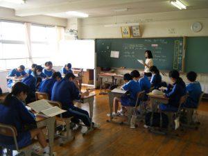 N先生の英語の授業では良い発音の声が聞こえます~
