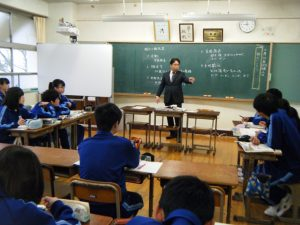 K先生は八千代・睦の歴史にとても詳しく,社会の授業がとても楽しそうです!!