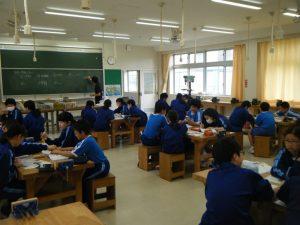 グループ学習で課題に取り組む姿は睦中生としての姿になってきています。