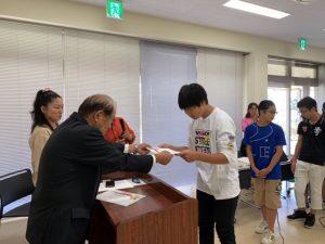 學友会の会長から国際交流功労賞をいただきました。