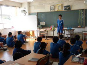 2年生は学校リーダー選挙をしています。