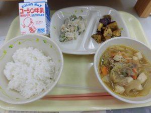 今日の給食はすき焼き風煮です。