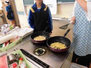 K先生がポテトのガレットを作ってますね!外はカリカリ,中はホクホクで美味しい!!