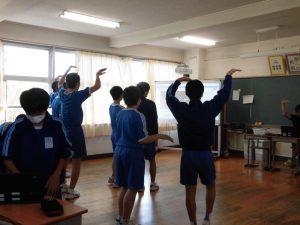 男子のダンスチームのようです。