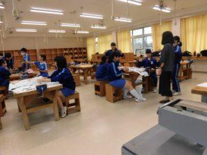ものづくりでは,メンバー全員が来校者さんに作品のつくり方を教えられるように,準備をしています。