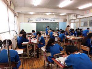 午後もテスト対策で勉強会です。一人で,グループで,それぞれの形で勉強します。