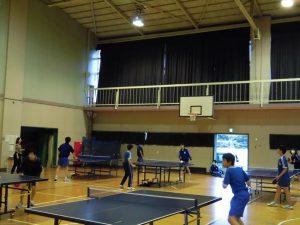 委員会活動などもあり,まだ人数が少なめな卓球部の練習です。