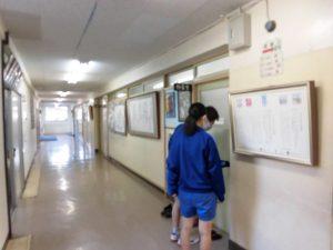 午後の授業です。 校長室に3年生が来ました。講師の方のお迎えです。