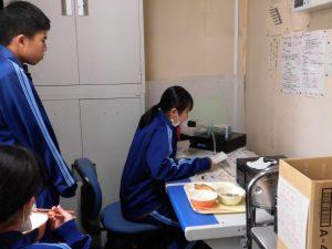 お昼の放送では,保健委員長から手洗い・消毒・マスクの着用について話がありました。