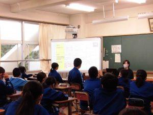 1年生の教室では,進路についての授業が行われていました。
