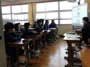 ここの高校には,イギリス人の先生もいるんだよ・・。