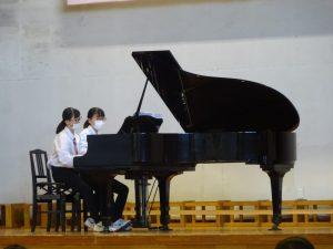 姉妹でのピアノ連弾は思わずリズムをとりたくなる演奏でした。
