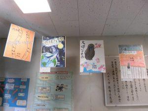 体育館の入口には,各曲のイメージがが掲げられています。