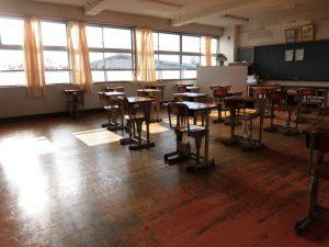 今朝,机を入れると,ピカピカな教室の出来上がりでした。