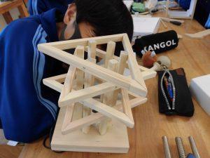思い思いの形で作っています。四角いのが多い中,工夫していますね。