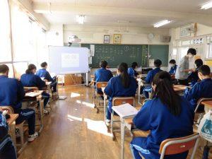 3年生の国語の授業は,入試によく出る漢字のミニテスト中でした。