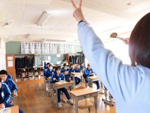 おかわりも無言なので,先生の動きをキャッチしてジャンケンに参加します。