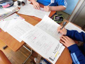 2年生の数学は,データの分布の学習です。10個のデータの中央値は・・