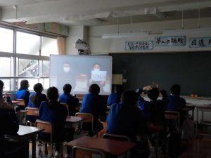 1,2年生とも,SDGsの学習「睦地区の未来を考えよう」の授業です。