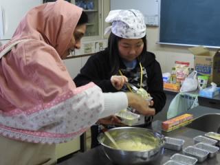 ALTの先生から英語でケーキ作りの手順を教えてもらって作りました。